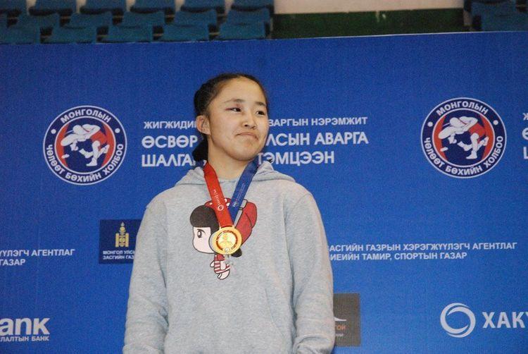 Чөлөөтийн охид Ташкентийн дэвжээнээс гурван медаль зүүлээ