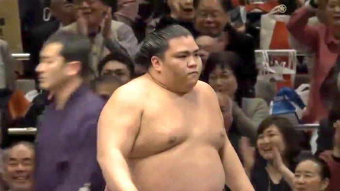 Митакэүми 10 даваатайгаар башёг тэргүүлж байна