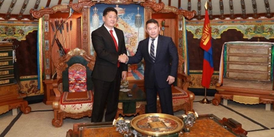 Х.Баттулга Монгол Улсын 30 дахь Ерөнхий сайд У.Хүрэлсүхийг хүлээн авч баяр хүргэлээ