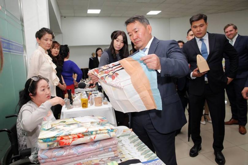 Ерөнхийлөгч Х.Баттулга Бизнес эрхлэгч эмэгтэйчүүдийн төвийн үйл ажиллагаатай танилцлаа
