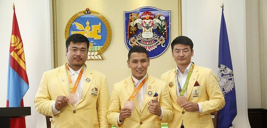 """Олимпийн медальтнуудыг """"Хангарьд"""" одонгоор шагналаа"""