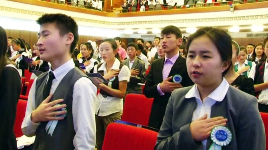 850 сурагч маргааш иргэний андгай өргөнө