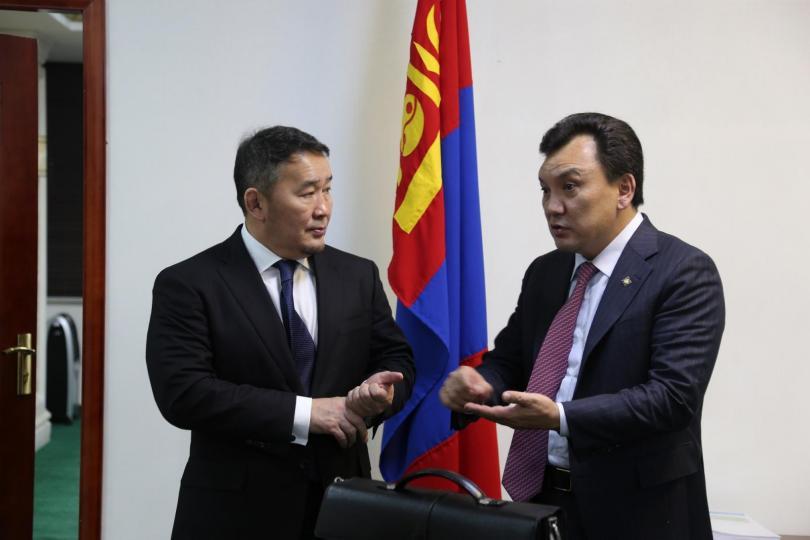 Монгол малынхаа эрүүл мэндийг Монголын төр бүрэн хяналтандаа авна хэмээн Б.Батзориг амлажээ