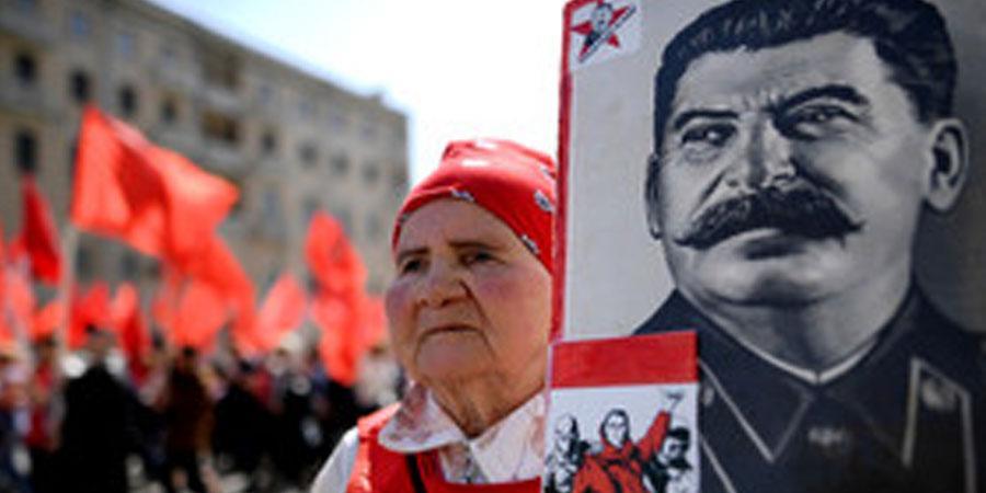 ОХУ-ын түүхэн дэх хамгийн аугаа хүнээр Сталинг нэрлэжээ