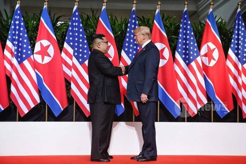 Трамп, Ким Чен Ун нарын уулзалт дэлхий нийтийн анхааралд үргэлжилж байна
