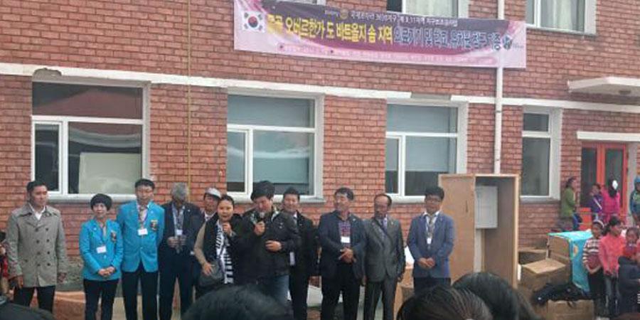 Солонгосчууд Бат-Өлзий сумын төсвийн байгууллагуудад тусламж үзүүллээ
