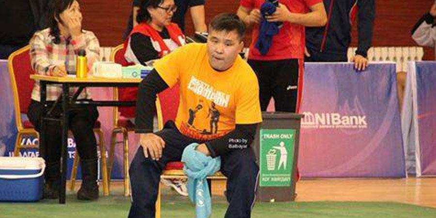 Ц.Цогтбаяр дасгалжуулагч брэнд фудболкоороо гоёжээ