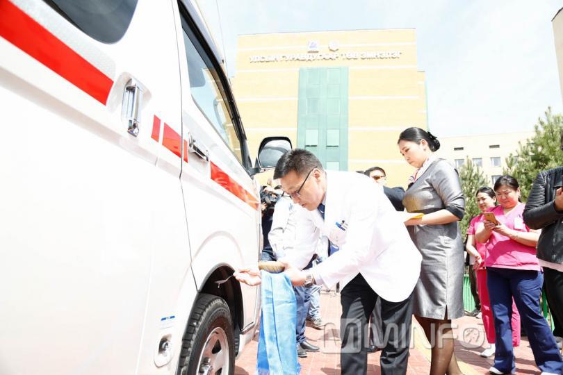 III төв эмнэлэгт Япон улсад үйлдвэрлэсэн түргэн тусламжийн машин хүлээлгэн өглөө /ФОТО/