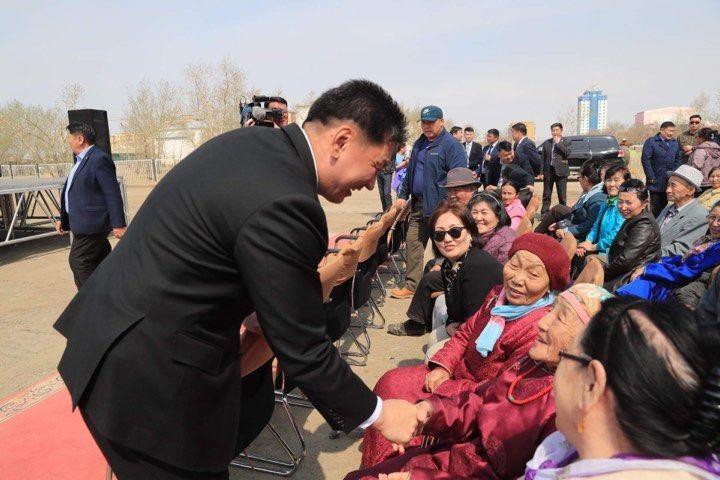 Чингис хот-Бэрх чиглэлийн 265 км автозамыг энэ онд барьж дуусгана