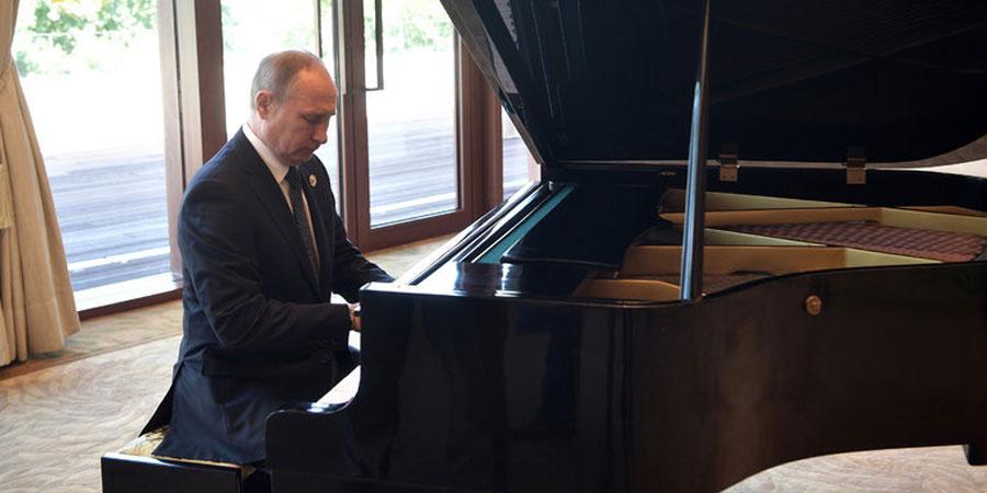 В.Путин Бээжинд төгөлдөр хуур тогложээ