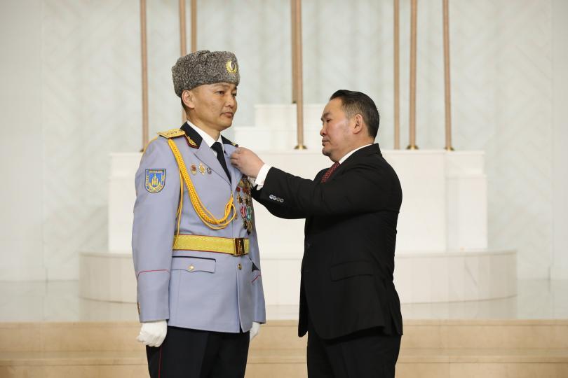 Монгол Улсын Гавьяат цолыг гурван хүнд хүртээлээ