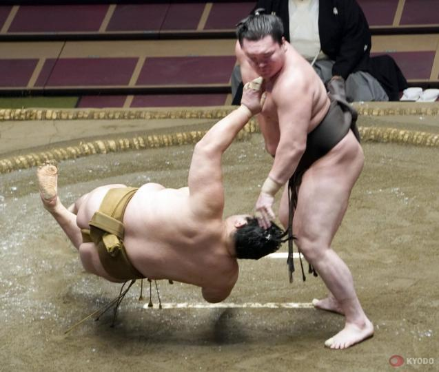 Их аварга Хакүхо 50 дахь удаагаа нэг ч удаа өвдөг шороодолгүй качикоши хийлээ