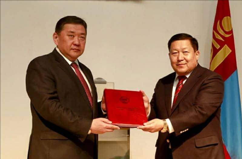 Монголбанк нэмэлт өөрчлөлт оруулсан хуулийн эх бичвэрээ хүлээн авлаа