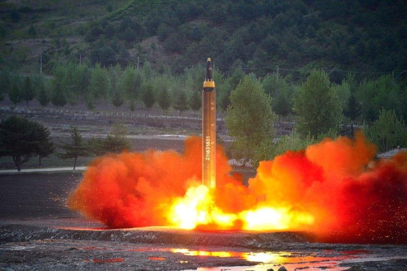 Хойд Солонгос Японыг давуулан пуужин харвалаа