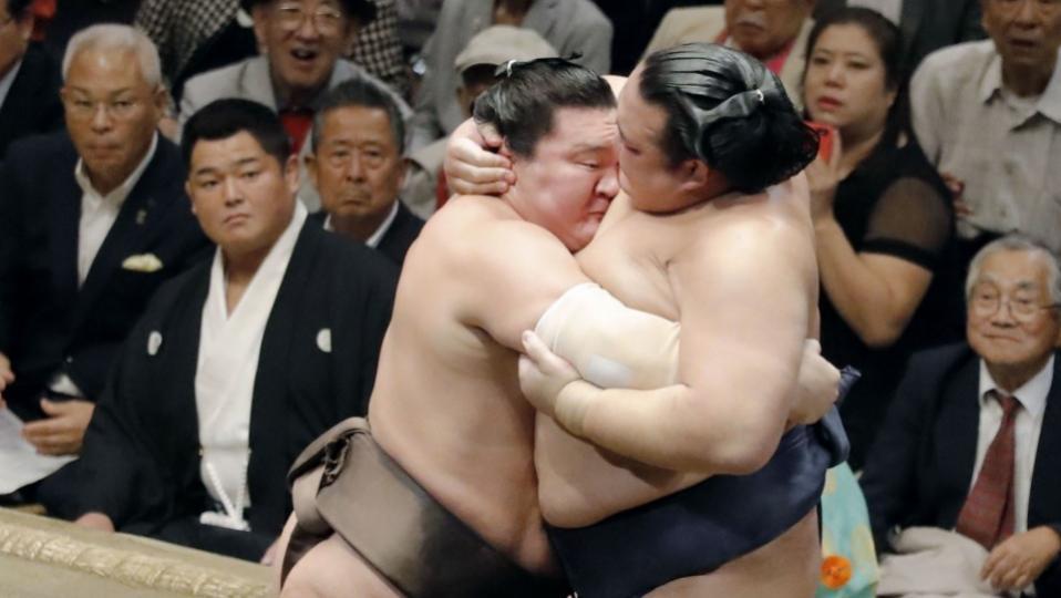 Их аварга Кисэносатог давснаар ёкозүна болсоноос нь хойш анх удаа давлаа