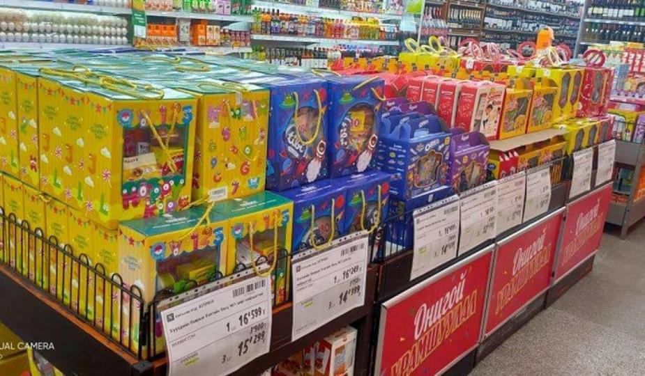 Хадгалах хугацаа ойртсон бүтээгдэхүүн хүүхдийн бэлэгний багцад оруулсан байжээ