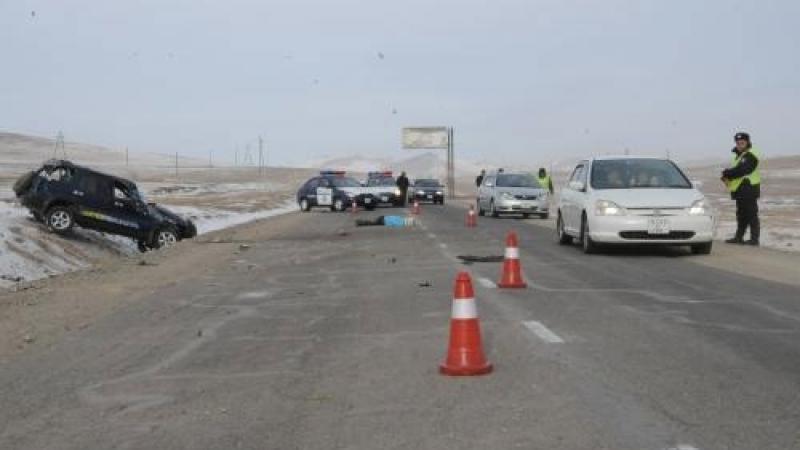 Орон нутгийн замд автын ослоор гурван хүн амиа алдав