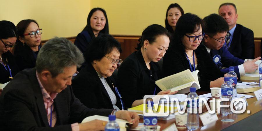 """""""Ази судлал"""" олон улсын эрдэм шинжилгээний хурлыг зохион байгууллаа"""