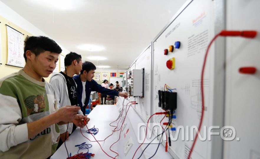 """Дэлхийд өрсөлдөхүйц Монгол ур чадвартанг """"үйлдвэрлэдэг"""" коллеж"""