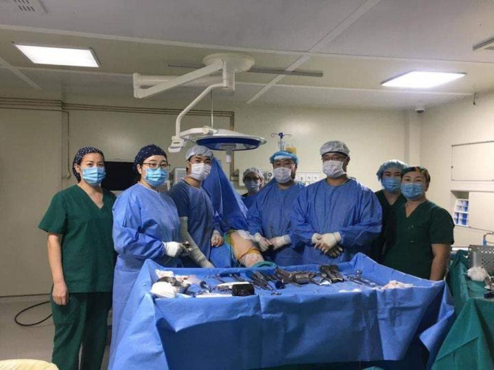 Баянгол дүүргийн эмнэлэг ГССҮТ-тэй хамтарч түнхний үе хагас солих мэс заслыг амжилттай хийлээ