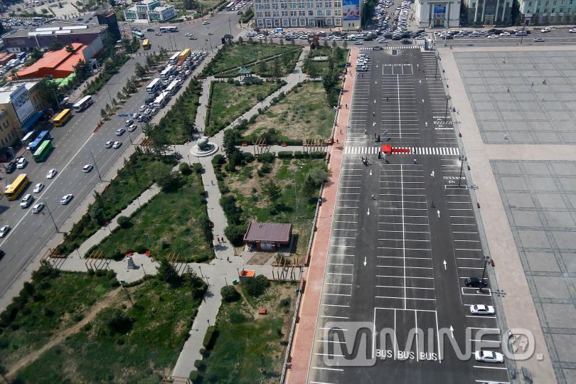 Сүхбаатарын талбайн өмнөх 200 автомашины зогсоол нээгдлээ /ФОТО/
