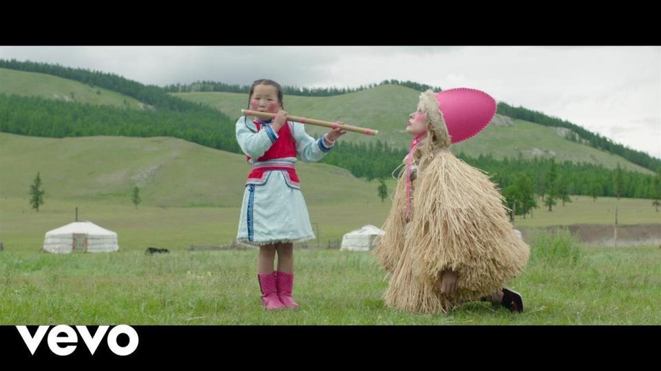 Францын дуучны Монголд хийсэн гайхалтай клип /ВИДЕО/