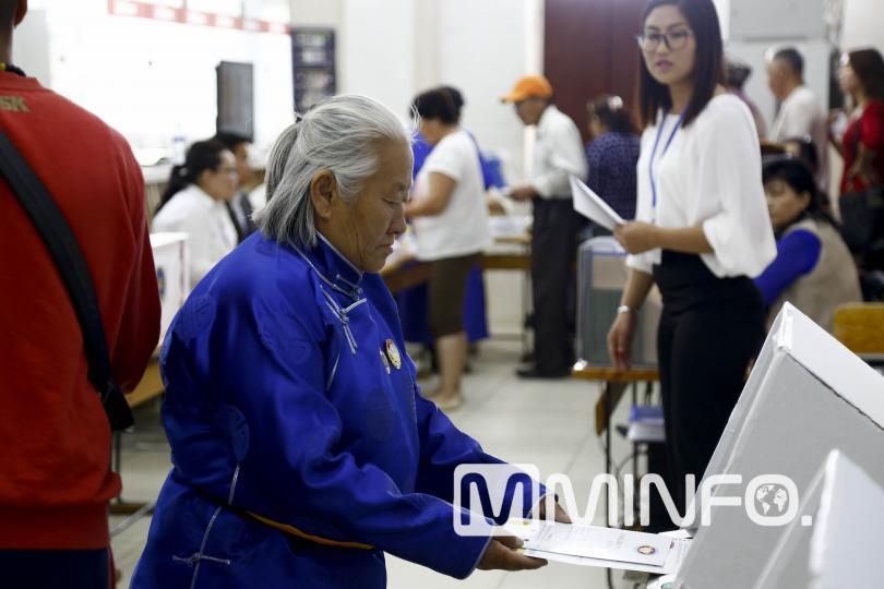 Монголчууд тав дахь Ерөнхийлөгчөө өнөөдөр сонгоно /ФОТО/