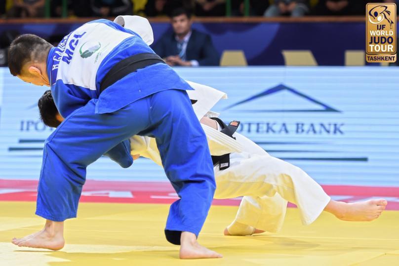 Г.Болдбаатар Ташкентаас алтан медаль хүртлээ