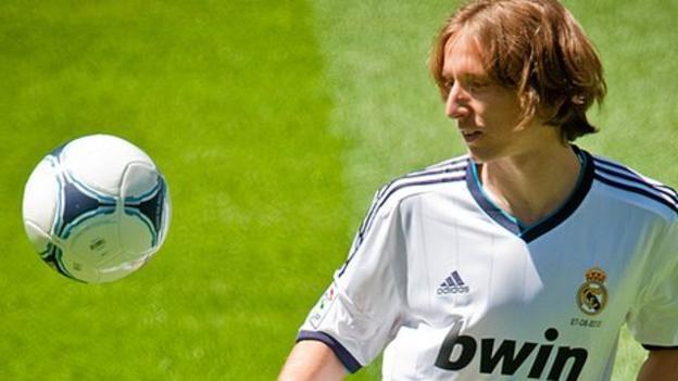 Модрич 5 дахь удаагаа Хорватын оны шилдэг хөлбөмбөгч боллоо