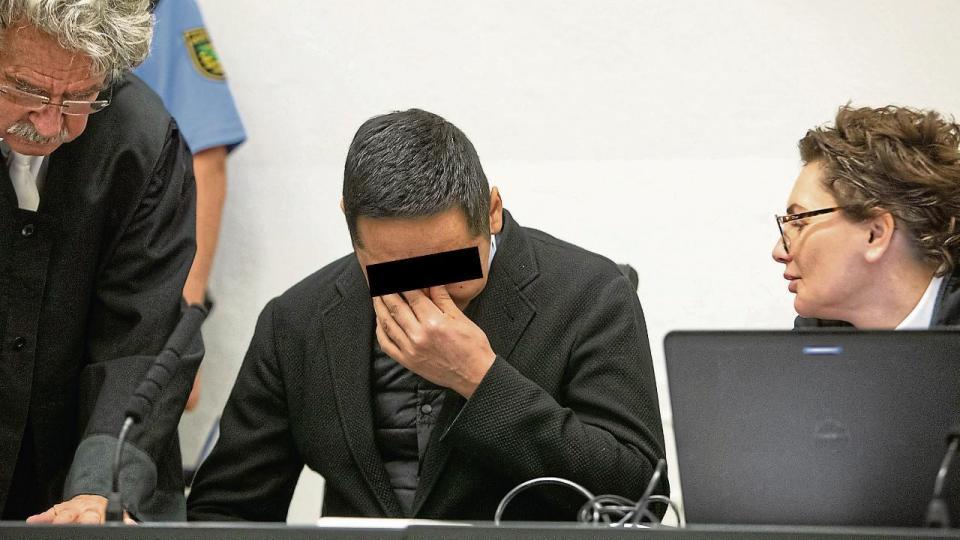 Хар тамхи зөөвөрлөсөн дипломат ажилтанд 11 жилийн ял оноосон уу