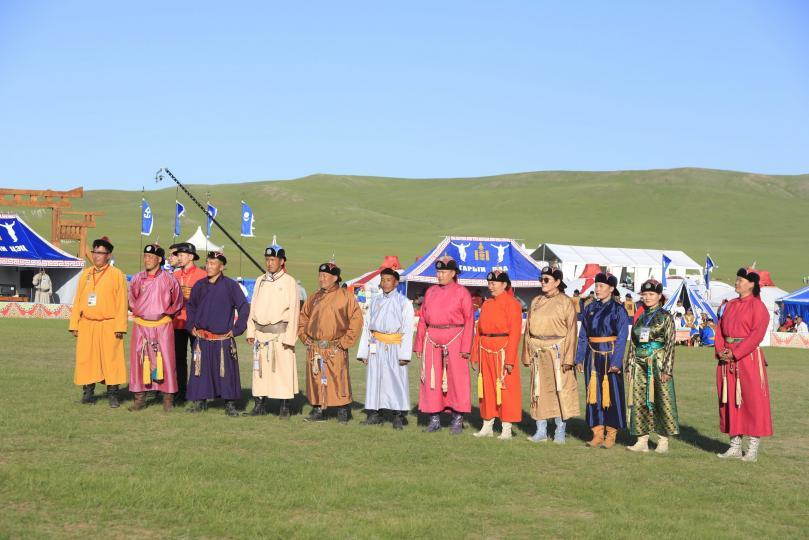 Монгол Улсын Ерөнхийлөгчийн зарлигаар үндэсний сурын харваачдад улсын цол олгов