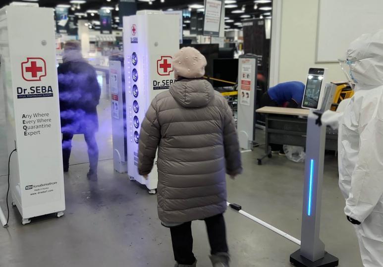 Имарт Хан-Уул салбарт дулаан хэмжигч, гадуур хувцасанд наалдсан бактерыг устгах зориулалттай төхөөрөмж байршууллаа