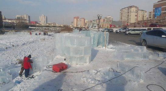 Мөсөн хотхон барьж эхэллээ