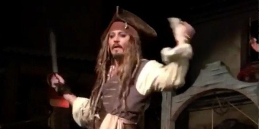 Жонни Депп далайн дээрэмчний дүрд хувирчээ